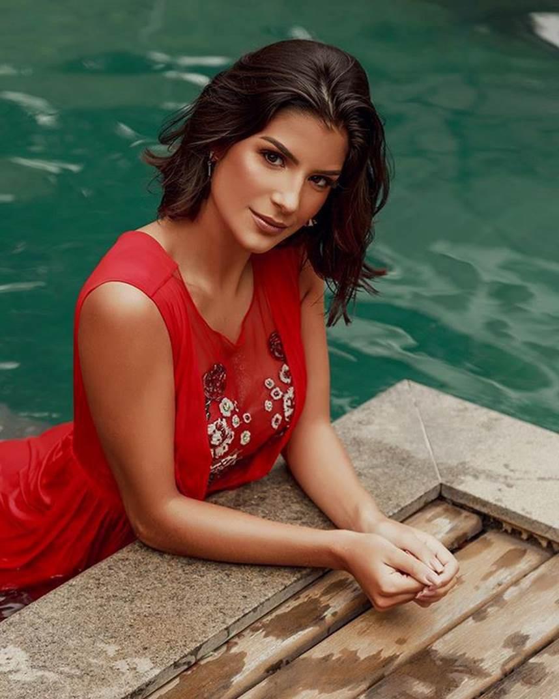 Đối thủ Hoàng Thùy tại Miss Universe 2019: Từ cơ bụng 6 múi đến thành tích cực khủng đủ sức nuốt chửng bất cứ người đẹp nào!-16