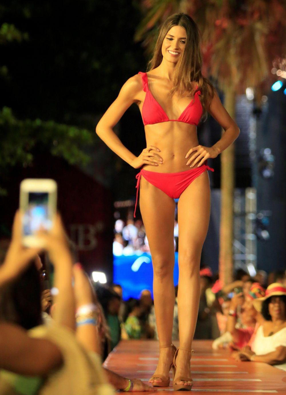 Đối thủ Hoàng Thùy tại Miss Universe 2019: Từ cơ bụng 6 múi đến thành tích cực khủng đủ sức nuốt chửng bất cứ người đẹp nào!-12