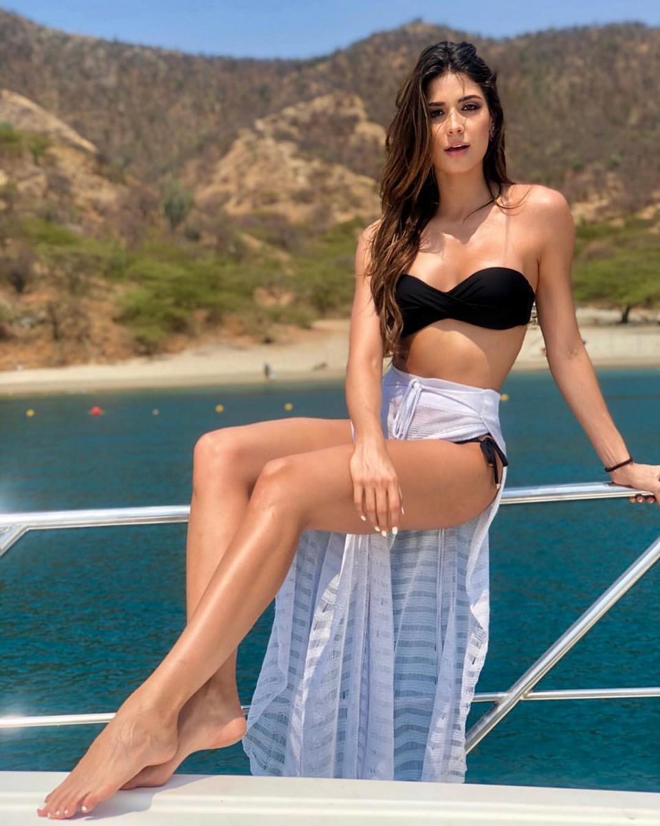 Đối thủ Hoàng Thùy tại Miss Universe 2019: Từ cơ bụng 6 múi đến thành tích cực khủng đủ sức nuốt chửng bất cứ người đẹp nào!-14