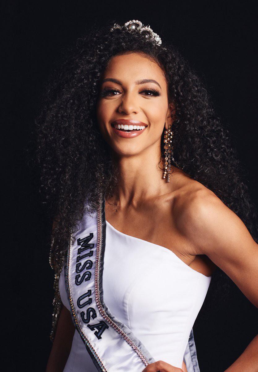 Đối thủ Hoàng Thùy tại Miss Universe 2019: Từ cơ bụng 6 múi đến thành tích cực khủng đủ sức nuốt chửng bất cứ người đẹp nào!-6