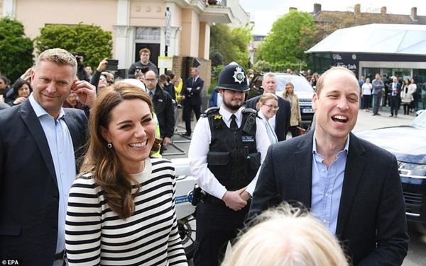 Phản ứng đầy bất ngờ của vợ chồng Công nương Kate khi được hỏi về em bé Sussex, sau một loạt nghi vấn mâu thuẫn, xích mích với em dâu Meghan-1