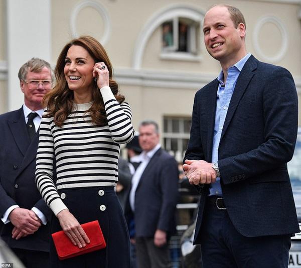 Phản ứng đầy bất ngờ của vợ chồng Công nương Kate khi được hỏi về em bé Sussex, sau một loạt nghi vấn mâu thuẫn, xích mích với em dâu Meghan-4