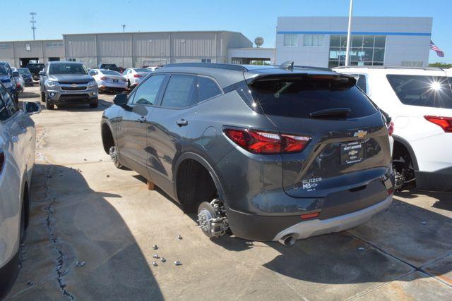 Trộm đột nhập đại lý ô tô, lấy cắp 124 bánh từ các xe đang trưng bày-2