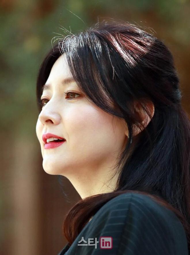 Lee Young Ae gần 50 tuổi vẫn đẹp trẻ trung không kém 16 năm trước-2
