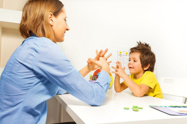 Đừng vội nghĩ con bị tự kỷ, con bạn có thể mắc chứng bệnh có dấu hiệu tương tự và chỉ sống được đến thời niên thiếu-2