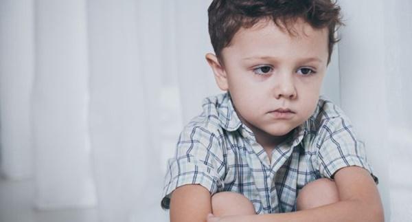 Đừng vội nghĩ con bị tự kỷ, con bạn có thể mắc chứng bệnh có dấu hiệu tương tự và chỉ sống được đến thời niên thiếu-3
