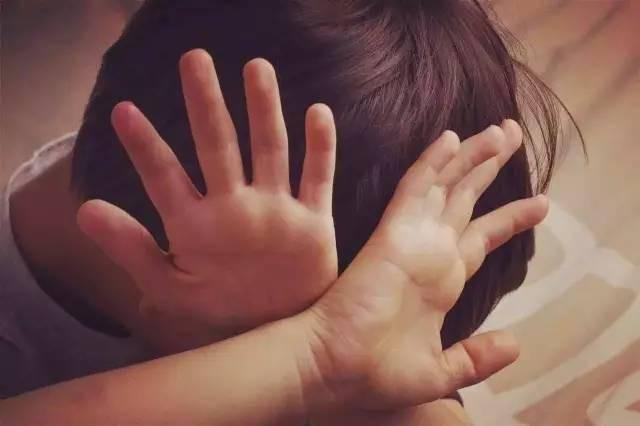 Khi con bị bắt nạt, cha mẹ đừng dạy con nói 3 từ này bằng không càng khiến trẻ bị tổn thương nặng nề hơn-2