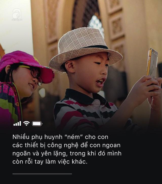 Con quấy khóc, bố mẹ cho chơi ngay smartphone: Đừng vì vài phút nhàn rỗi mà hủy hoại một đứa trẻ còn chưa kịp lớn!-3