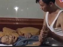 Cảm động khi cậu  con trai chăm sóc người cha già yếu bệnh tật
