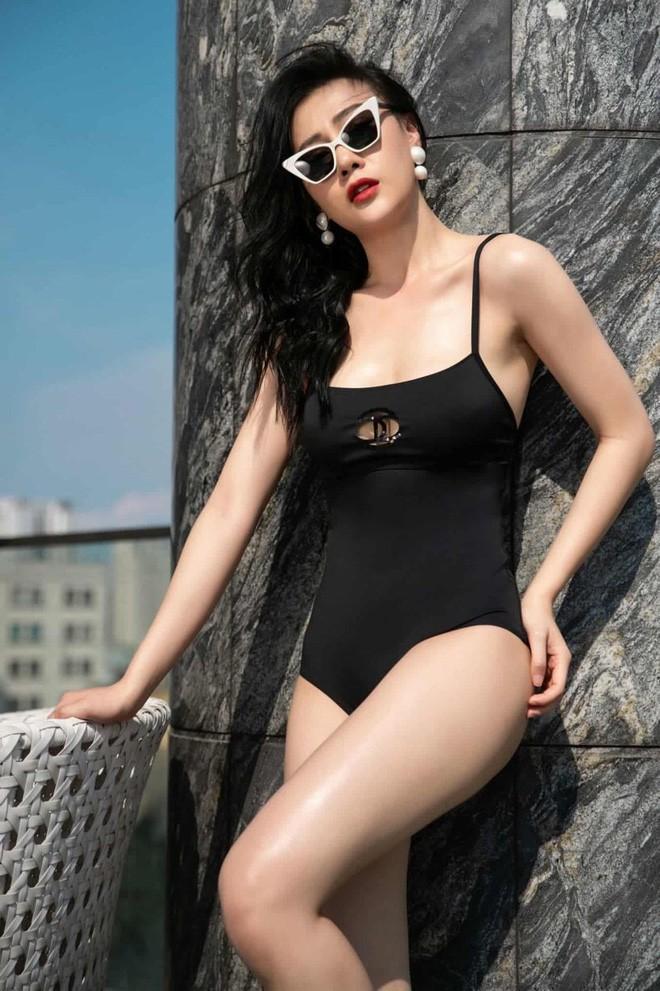 Bị chê mặc áo tắm trông thiếu lịch thiệp, Phương Oanh đáp trả: Bình thường mặc vest để bơi hả-3
