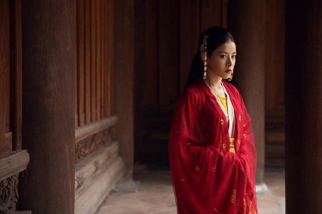 Hát live trong lúc trang điểm, nhan sắc không góc chết tựa nữ thần của Chi Pu mới là điều đáng chú ý-6