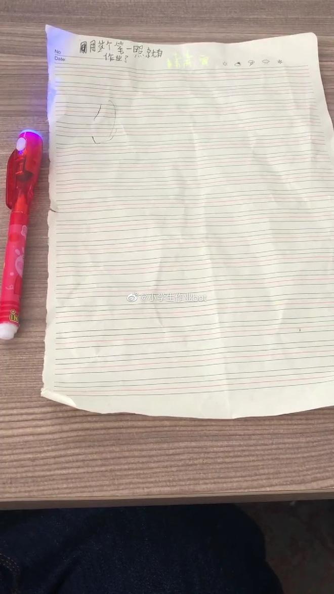 Cạn lời với cậu học sinh dùng bút tàng hình làm bài kiểm tra, bảo thầy tự soi đi mà chấm điểm-1