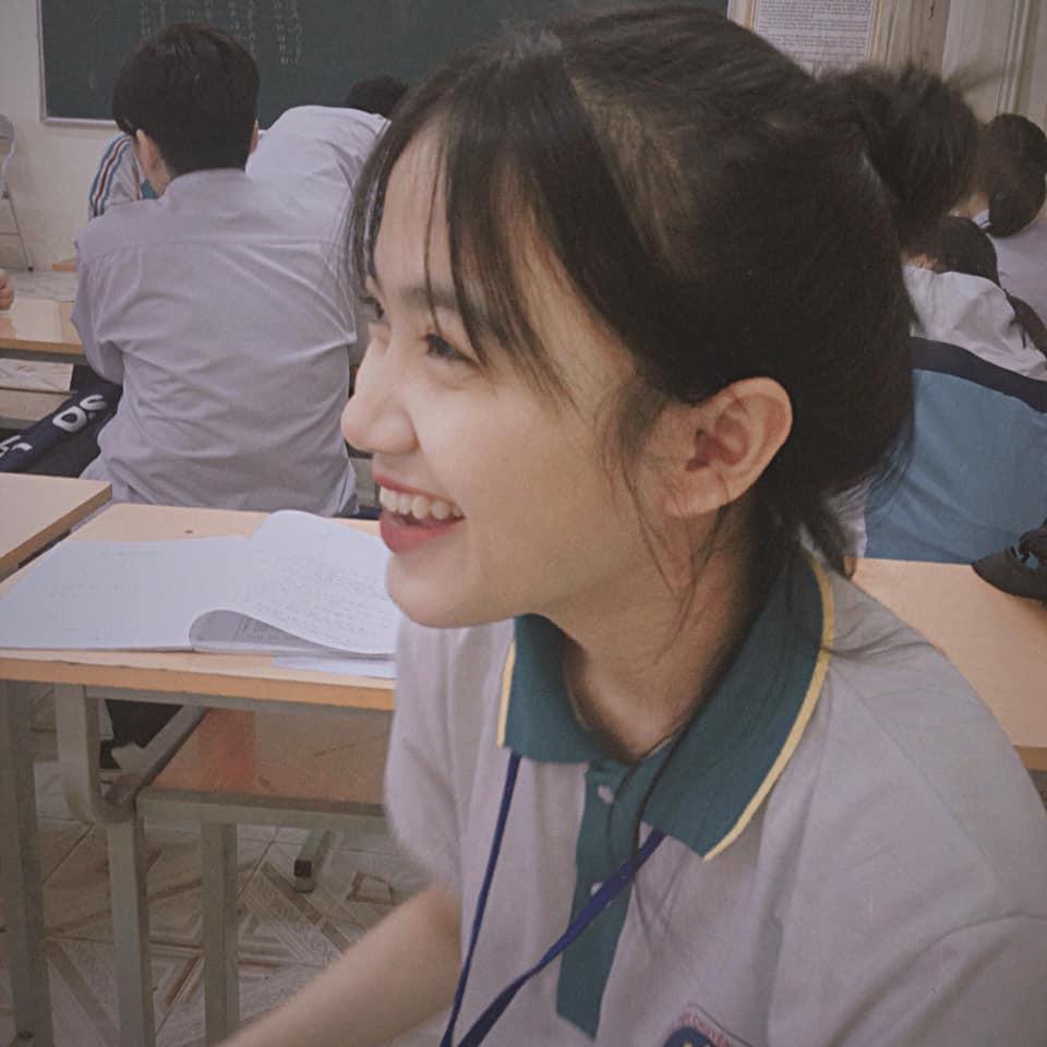 Bị chụp lén mà vẫn đẹp xuất sắc, nữ sinh 10X Chuyên Thái Nguyên nổi như cồn chỉ sau một đêm-3