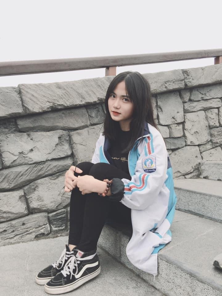 Bị chụp lén mà vẫn đẹp xuất sắc, nữ sinh 10X Chuyên Thái Nguyên nổi như cồn chỉ sau một đêm-4