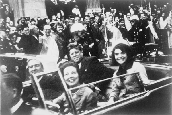 Đã hơn 50 năm, bức ảnh con trai Tổng thống Mỹ giơ tay chào quan tài bố ngay trong ngày sinh nhật vẫn luôn khiến người ta xót xa-1