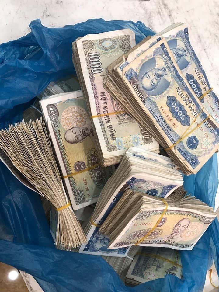 Vợ chồng già 78 tuổi chở bao tải tiền gửi tiết kiệm: Hy hữu ở Quảng Bình-1