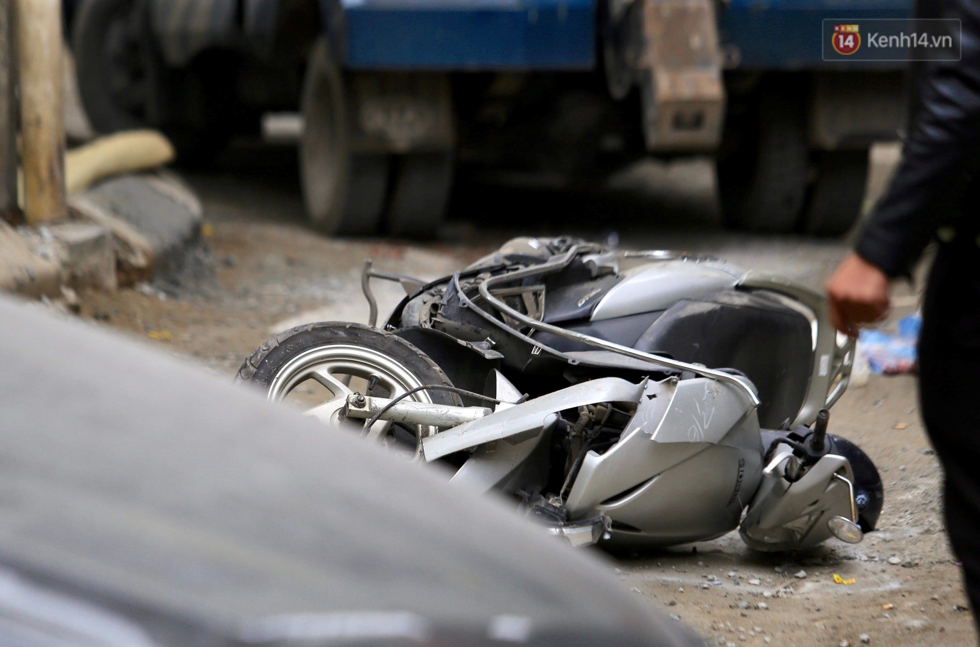 Nhân chứng thoát chết vụ ô tô Camry đi lùi tông tử vong 1 phụ nữ: Sau tai nạn, nữ tài xế mở cửa bỏ chạy-2