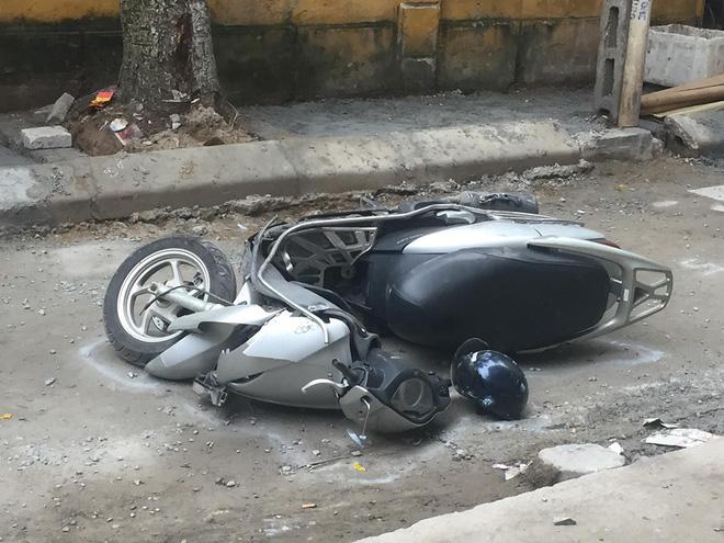 CLIP: Nữ tài xế lùi xe Camry tông chết người đi xe máy ở Hà Nội-3
