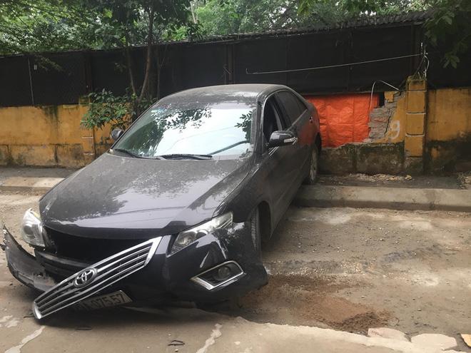 CLIP: Nữ tài xế lùi xe Camry tông chết người đi xe máy ở Hà Nội-4