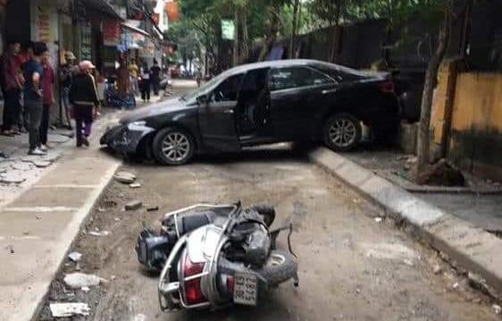 CLIP: Nữ tài xế lùi xe Camry tông chết người đi xe máy ở Hà Nội-5