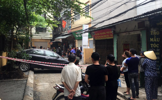 CLIP: Nữ tài xế lùi xe Camry tông chết người đi xe máy ở Hà Nội-6