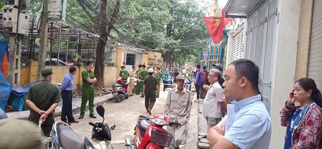 CLIP: Nữ tài xế lùi xe Camry tông chết người đi xe máy ở Hà Nội-7