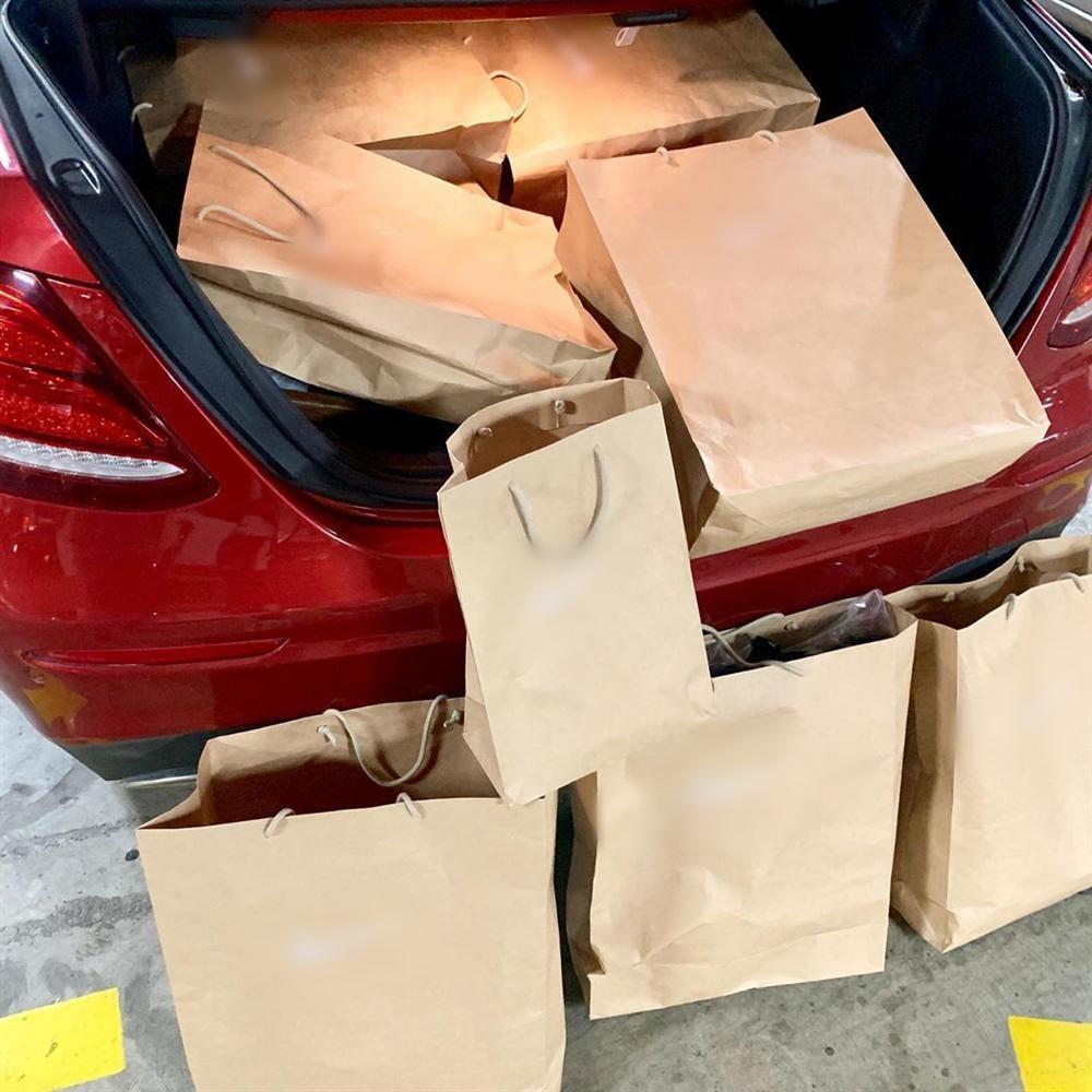 Đẳng cấp như Kỳ Duyên - Minh Triệu: Chỉ shopping đi bộ cùng nhau thôi mà cuối cùng vác cả siêu thị về nhà-2