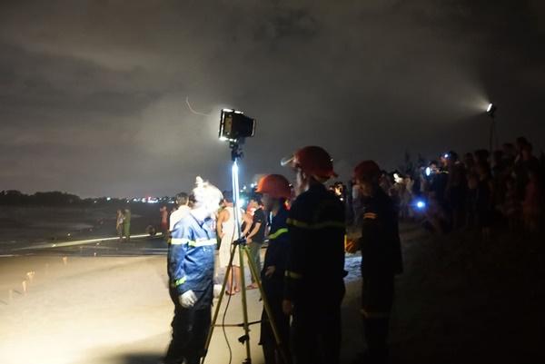 Đà Nẵng: 3 nam sinh bị đuối nước trong lúc tắm biển, 1 người mất tích-2