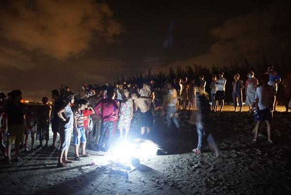 Đà Nẵng: 3 nam sinh bị đuối nước trong lúc tắm biển, 1 người mất tích-6