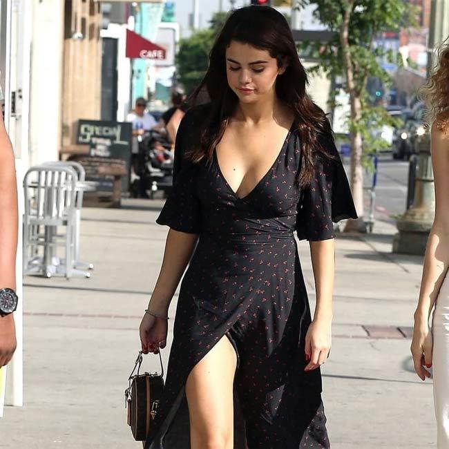 Thời đại phụ nữ mũm mĩm lên ngôi, Selena Gomez chứng minh tròn tròn là sexy-16