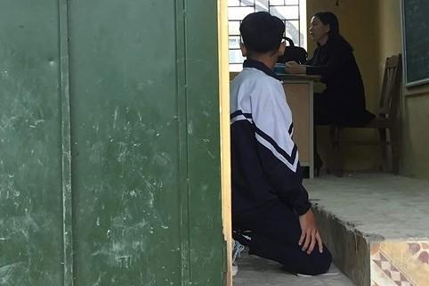 Đình chỉ cô giáo Hà Nội bắt học sinh quỳ trước lớp-1