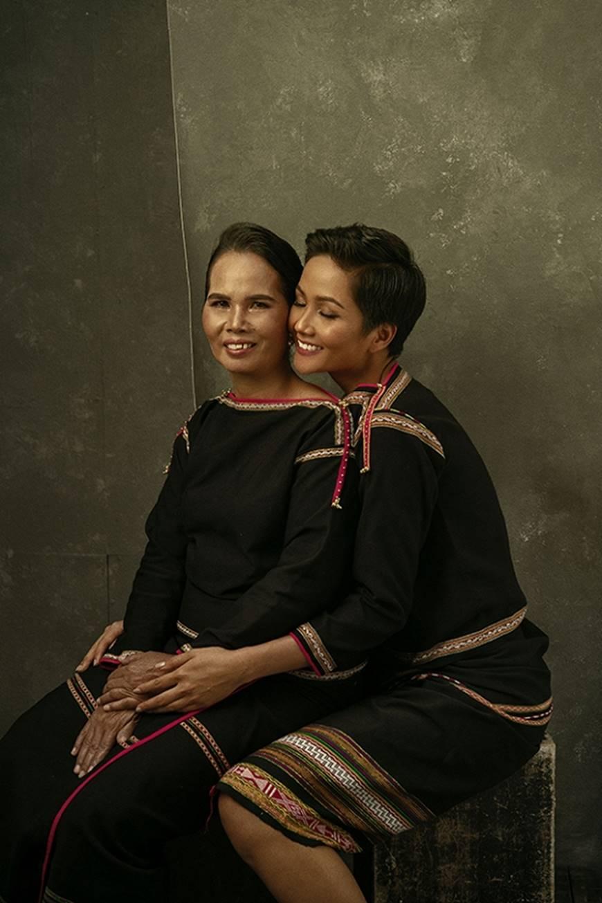 Nhân ngày của mẹ, HHen Niê công bố bộ ảnh chụp cùng đấng sinh thành dù ém hàng đã lâu-4
