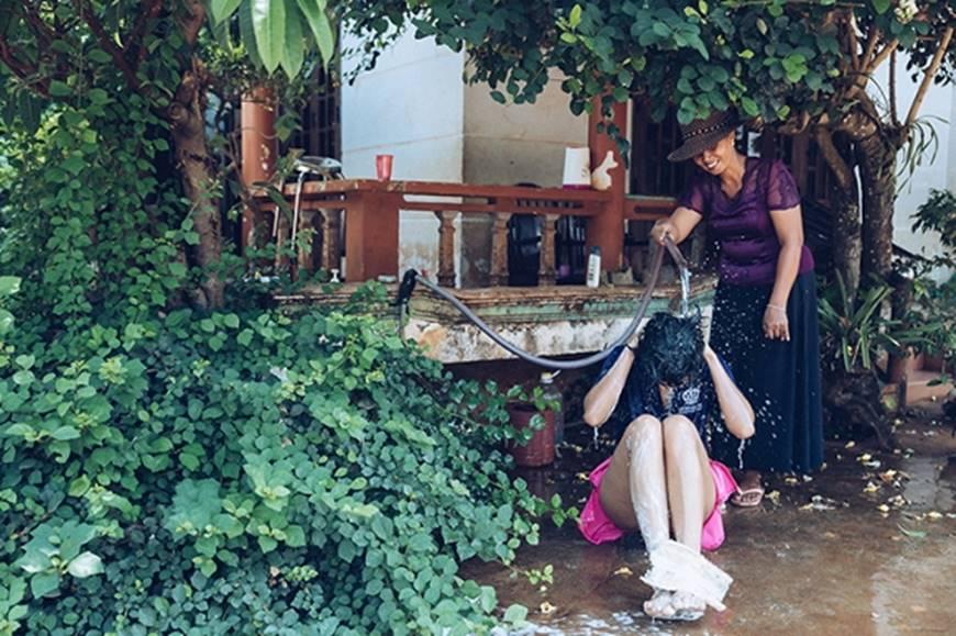Nhân ngày của mẹ, HHen Niê công bố bộ ảnh chụp cùng đấng sinh thành dù ém hàng đã lâu-5