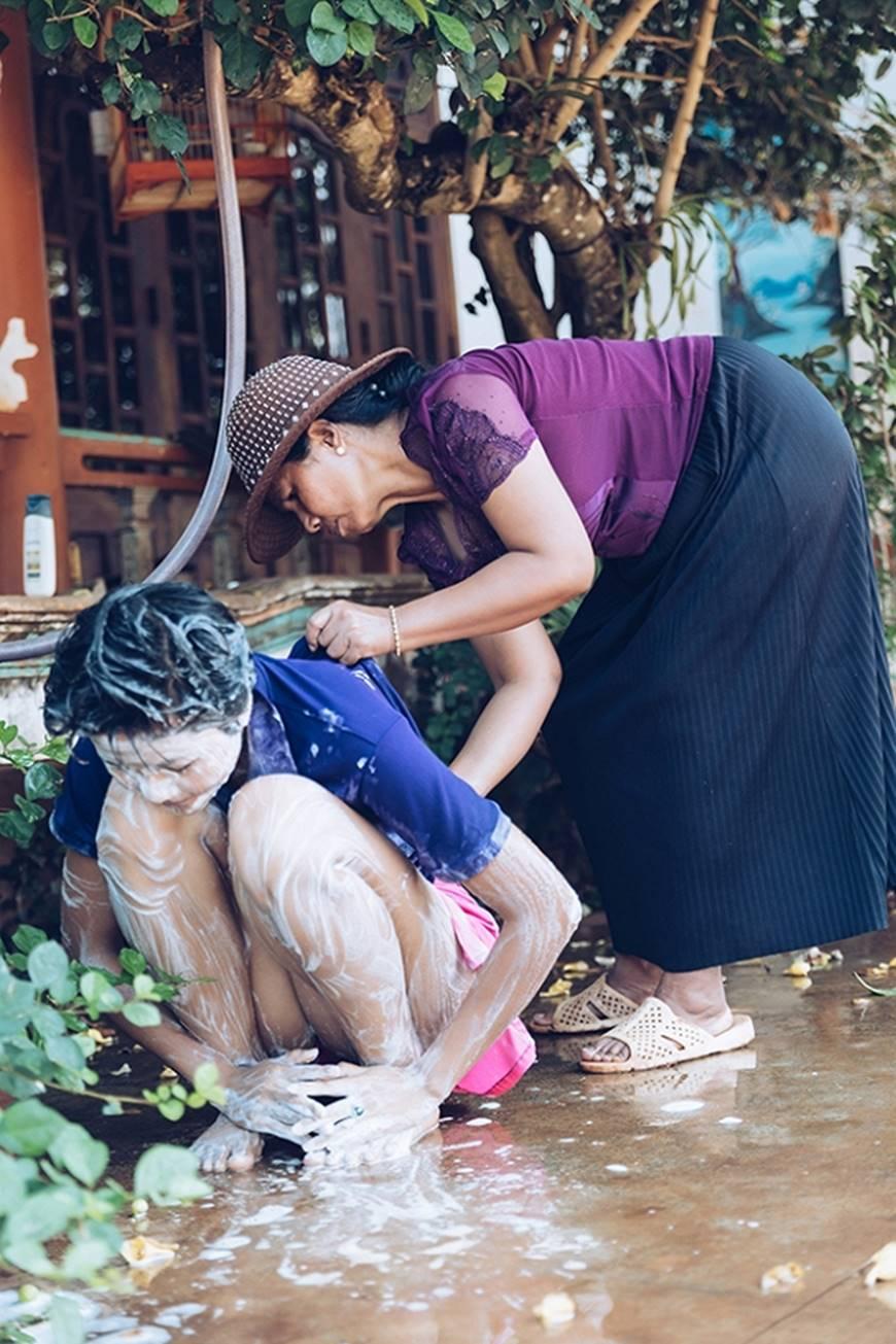 Nhân ngày của mẹ, HHen Niê công bố bộ ảnh chụp cùng đấng sinh thành dù ém hàng đã lâu-7