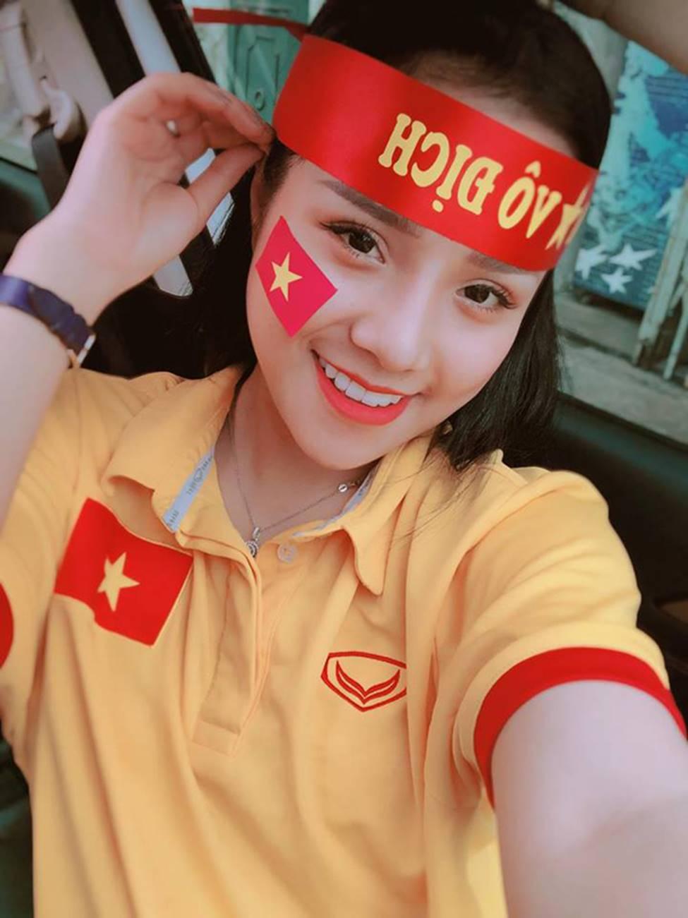 Nữ CĐV từng yêu thủ môn số 1 Việt Nam tung ảnh bikini nóng bỏng mắt-1