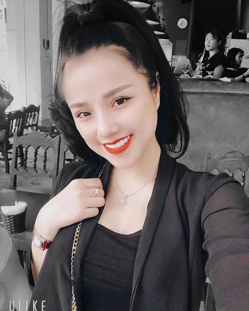 Nữ CĐV từng yêu thủ môn số 1 Việt Nam tung ảnh bikini nóng bỏng mắt-11