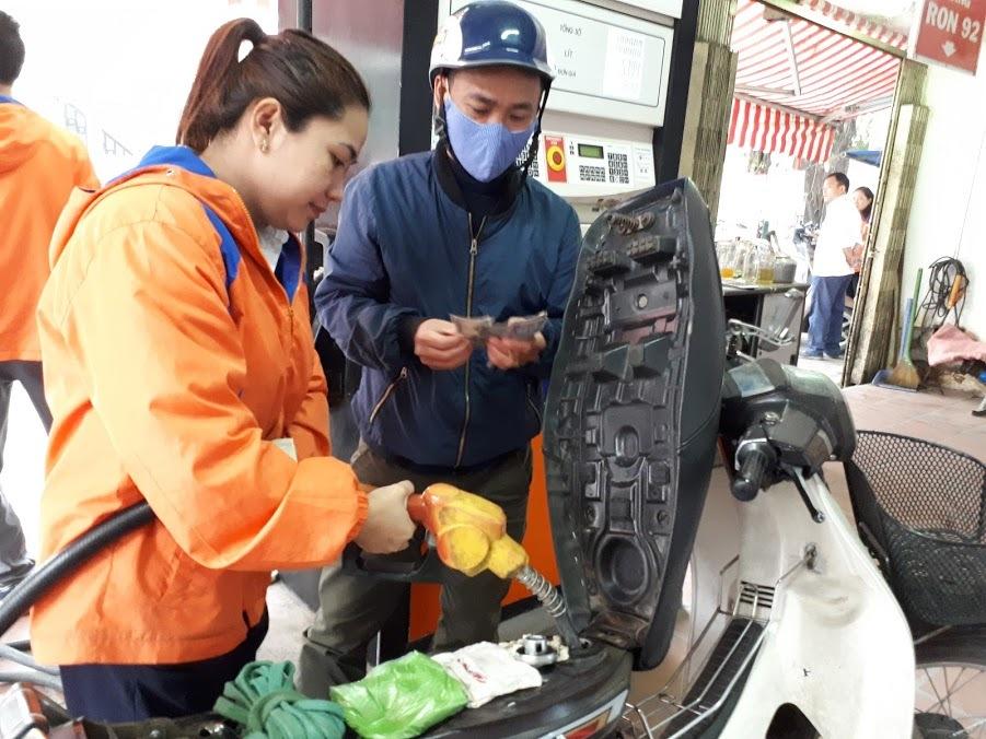 Quỹ bình ổn giá xăng dầu: Người dùng thiệt hơn là được lợi?-1