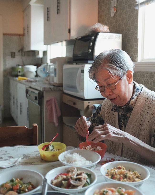 Từ những món ăn dân dã của bà già triệu views, nhớ về ăn bữa cơm quê đạm bạc thơm thảo của mẹ-4