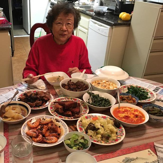 Từ những món ăn dân dã của bà già triệu views, nhớ về ăn bữa cơm quê đạm bạc thơm thảo của mẹ-6
