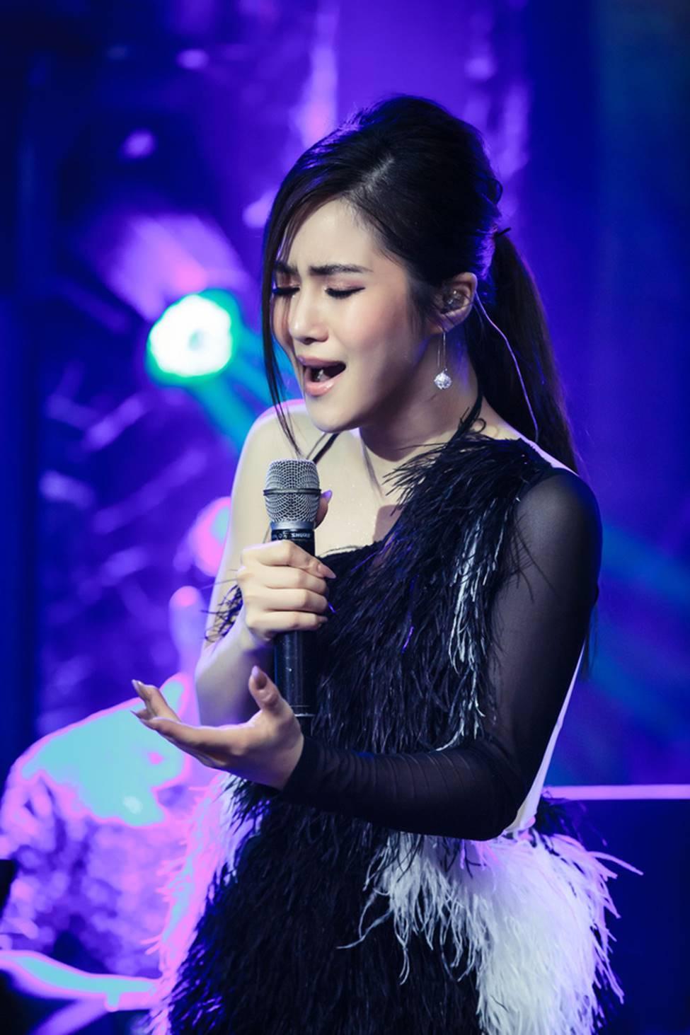 Hương Tràm phải tiêm thuốc kháng sinh để có thể hát trong đêm diễn tạm biệt khán giả Hà Nội-1