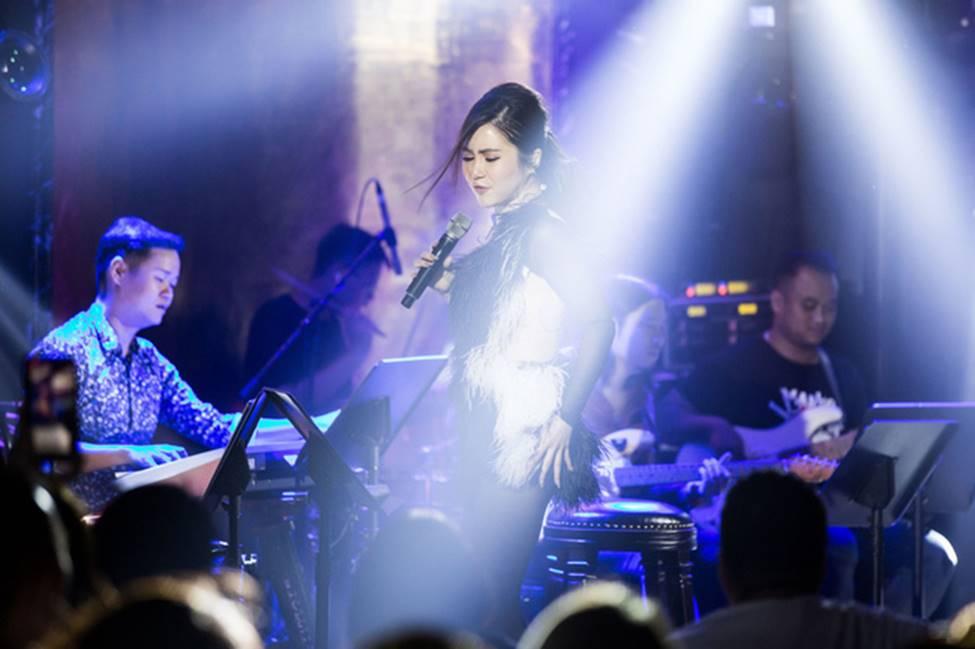 Hương Tràm phải tiêm thuốc kháng sinh để có thể hát trong đêm diễn tạm biệt khán giả Hà Nội-6