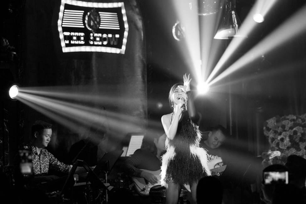 Hương Tràm phải tiêm thuốc kháng sinh để có thể hát trong đêm diễn tạm biệt khán giả Hà Nội-7