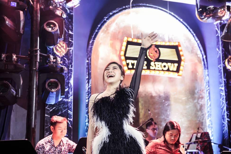 Hương Tràm phải tiêm thuốc kháng sinh để có thể hát trong đêm diễn tạm biệt khán giả Hà Nội-9
