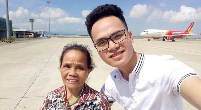 Lần đầu đưa mẹ đi ăn buffet - món quà cảm động của chàng trai 29 tuổi dành tặng mẹ 71 khiến bao người rưng rưng-1