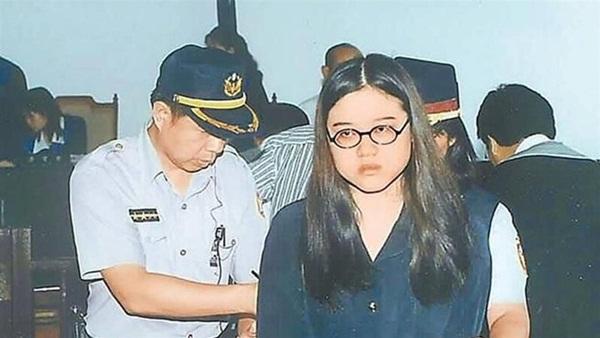 Vụ án gây chấn động: Thi thể cháy đen của nữ sinh viên cùng chiếc bao cao su đã dùng tố cáo tội ác man rợ của cô bạn thân cùng phòng yêu mù quáng-2
