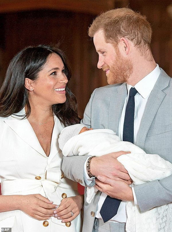 Meghan bất ngờ công bố bức ảnh mới về em bé Archie nhưng người hâm mộ chỉ chú ý đến chi tiết đầy xúc động này-2