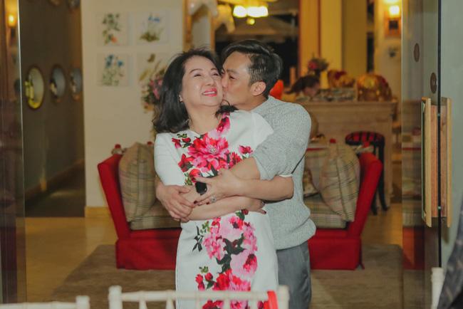 Thay vì nói lời yêu thương Đàm Thu Trang như thường lệ, Cường Đô La giờ lại ngọt ngào với một người phụ nữ khác-1