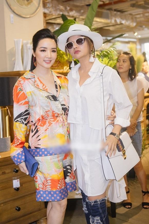 Hương Giang lộ bụng to tướng - Khổng Tú Quỳnh xuề xòa mặc váy ngủ dự sự kiện-5
