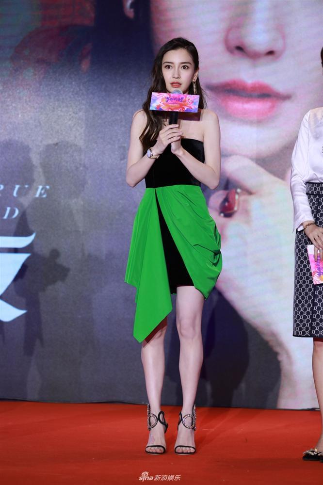 Hương Giang lộ bụng to tướng - Khổng Tú Quỳnh xuề xòa mặc váy ngủ dự sự kiện-7