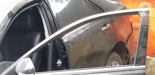 Thêm tình tiết vụ nữ tài xế lùi Camry khiến người phụ nữ tử vong: Khi lùi xe bị vướng vào mô đất, vẫn đang điều tra thêm-1